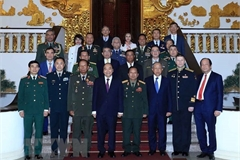 PM Phuc receives foreign military leaders