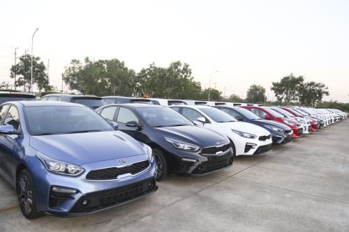 Car maker Thaco to ship over 1,000 cars to Thailand, Myanmar hinh anh 1