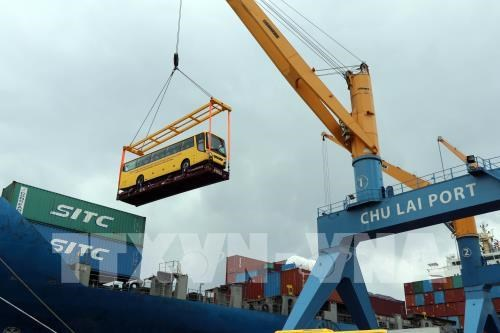 Thaco exports Vietnamese branded buses to Philippines hinh anh 1