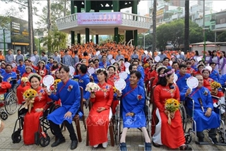 HCM City: Group wedding held for disabled people