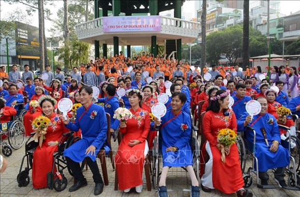 HCM City: Group wedding held for disabled people hinh anh 1