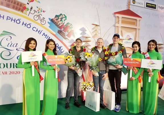 First foreign visitors of 2020 arrive in Hanoi & HCM City
