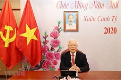 Vietnamese, Chinese top leaders hold phone talks