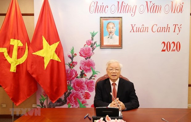Vietnamese, Chinese top leaders hold phone talks hinh anh 1