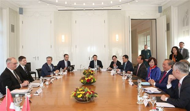Deputy PM active at 50th meeting of WEF in Davos hinh anh 1