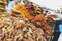 Local markets in central Vietnam, a magnet for foodies