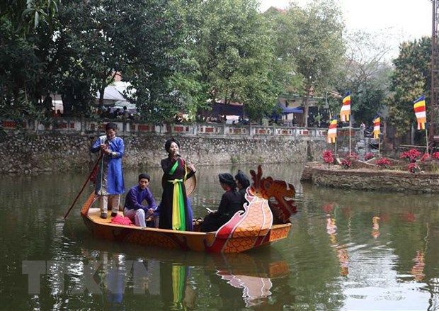 Spring festival draws tourists to Bac Ninh province hinh anh 1