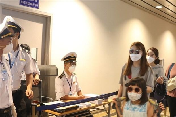 Hanoi stops receiving tourists from coronavirus-hit areas hinh anh 1