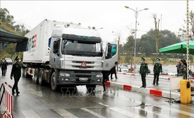 Vietnam-China auxiliary border gates reopened to facilitate trade hinh anh 1