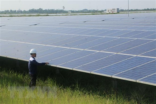 Challenges hinder development of renewable energy hinh anh 1