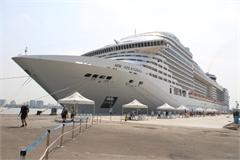 Panama's luxurious cruise ship anchors in Ba Ria-Vung Tau
