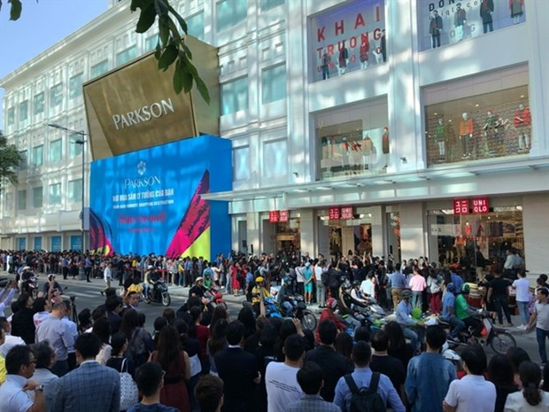 Japanese businesses to invest in Vietnam's services and retail hinh anh 1