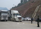 Hundreds of fruit trucks still jammed at border gates with China
