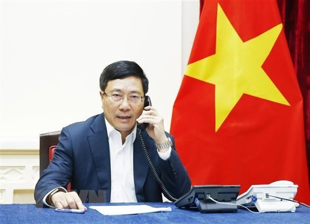 Deputy PM, FM holds phone talks with RoK FM hinh anh 1