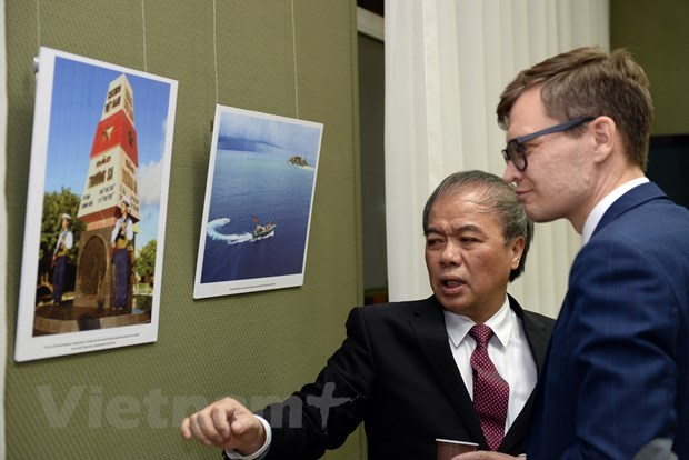 """Photo exhibition """"Vietnam: Country and People"""" held in Russia hinh anh 1"""