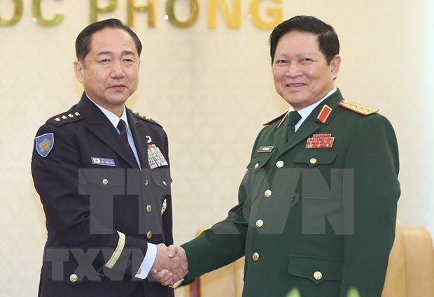 Top officer of Japan's Self-Defence Forces visits Vietnam hinh anh 2