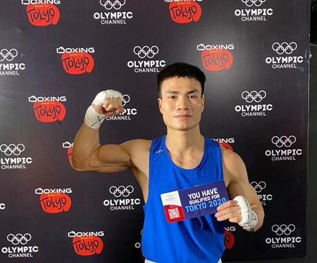 Vietnamese boxer secures Tokyo Olympics berth hinh anh 1