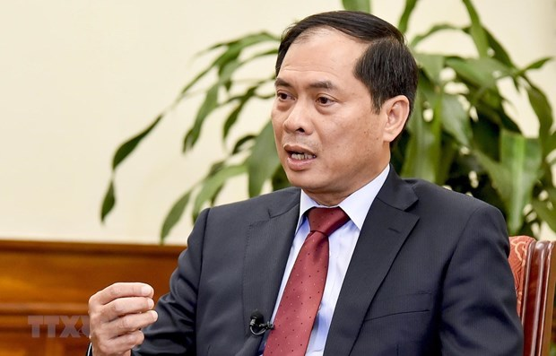 Vietnamese, Canadian deputy foreign ministers hold phone talks hinh anh 1