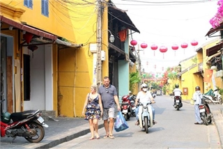 Wearing face masks compulsory for foreign tourists in Hoi An world heritage