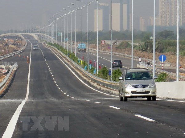 Expressway component projects to be shifted to public investment hinh anh 1