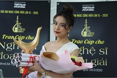"""Hoang Thuy Linh wins """"big fours"""" at 2020 Devotion Music Awards"""