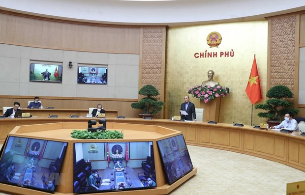 PM orders more drastic actions to fight COVID-19 pandemic hinh anh 1