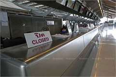 Thailand temporarily blocks entry