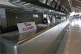 Thailand temporarily blocks entry