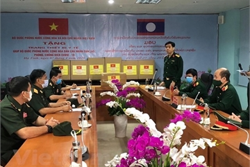 Vietnam send experts to help Laos fight COVID-19