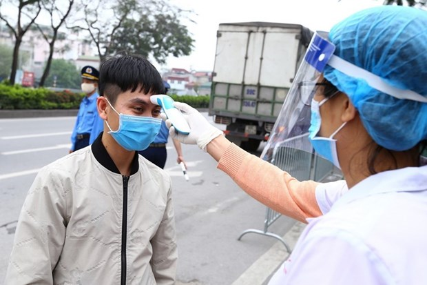Health Ministry sends experts to help Hanoi fight COVID-19 hinh anh 1