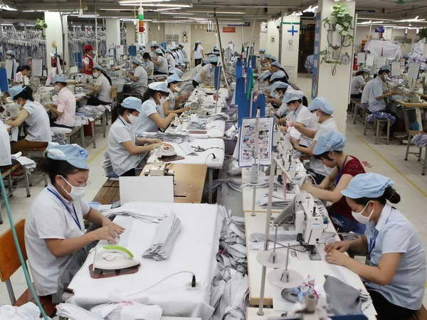 Ministry launches investigation into anti-dumping duties on polyester yarn hinh anh 1