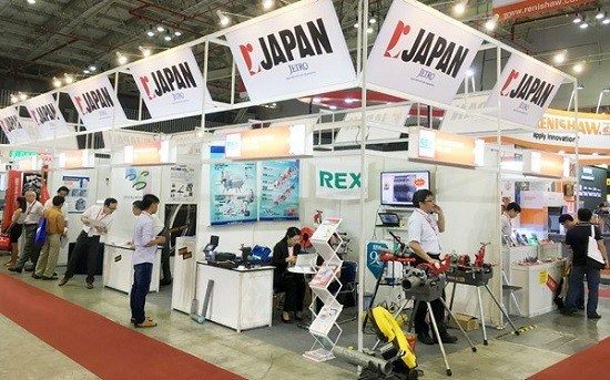 Japanese firms in Vietnam face revenue losses due to COVID-19 hinh anh 1