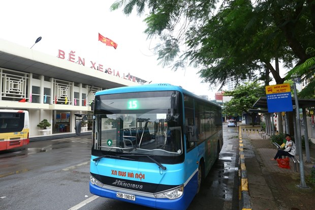 Hanoi resumes 104 bus routes as social distancing eased hinh anh 1