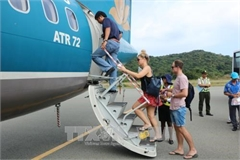 Eased social distancing helps resume air services to Con Dao