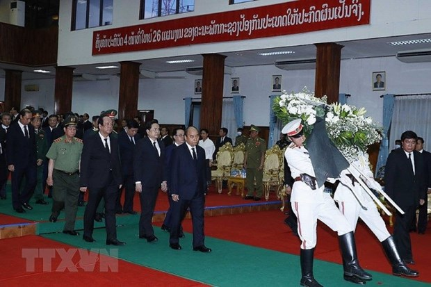 PM Nguyen Xuan Phuc attends state funeral of former Lao PM hinh anh 1