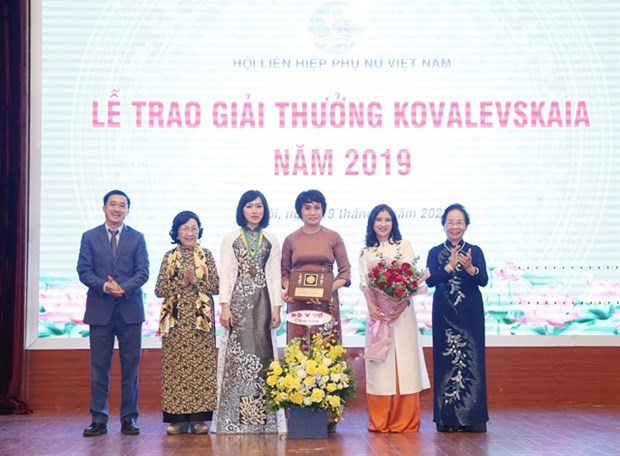 Female scientists honoured with Kovalevskaia Award hinh anh 1
