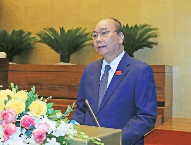 PM highlights anti-COVID-19 efforts, recovery solutions in report to legislature hinh anh 1