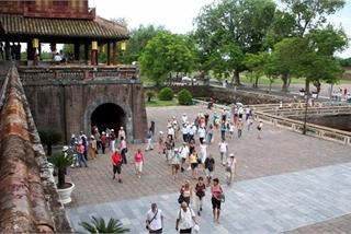 Vietnam's tourism strives to bounce back