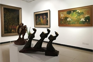 Exhibition honours traditional lacquer painting