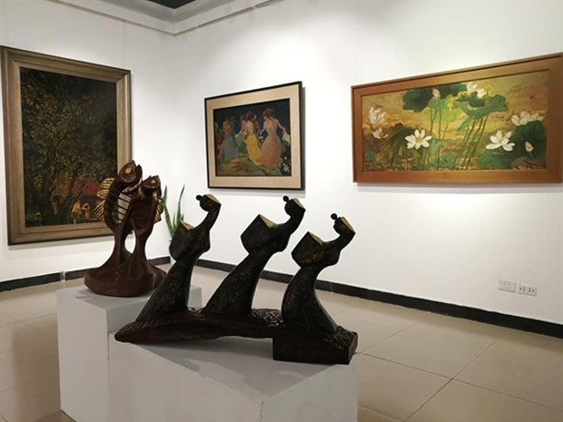 Exhibition honours traditional lacquer painting hinh anh 1