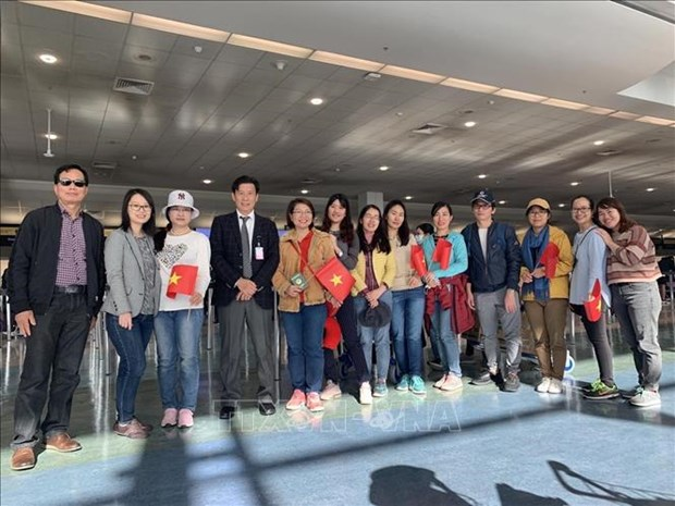 Vietnamese citizens return home from Australia, New Zealand hinh anh 1