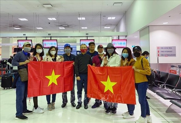 Vietnamese citizens return home from Australia, New Zealand hinh anh 2