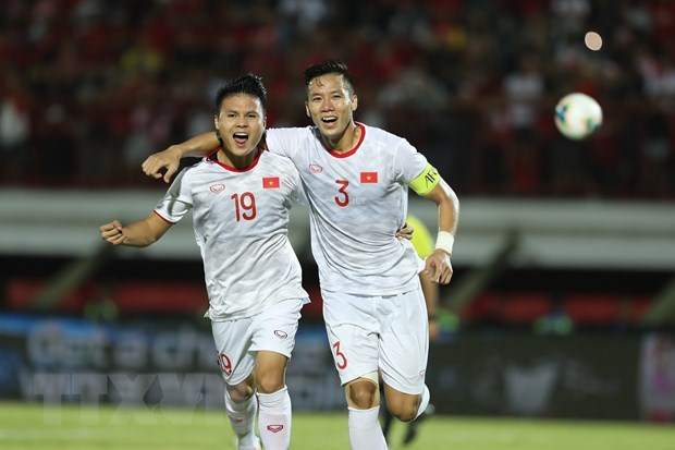 Vietnamese football team maintain 94th globally hinh anh 1