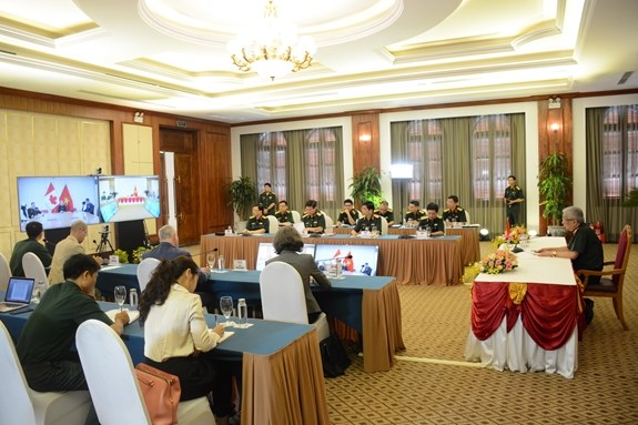 Vietnam boosts defence cooperation with Canada, Australia hinh anh 2