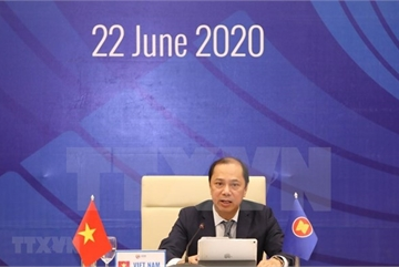 Vietnam leads ASEAN to deal with regional challenges: Deputy FM