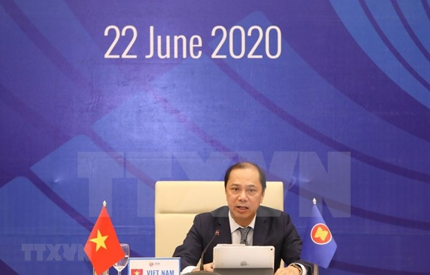 Vietnam leads ASEAN to deal with regional challenges: Deputy FM hinh anh 1