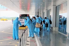 150 Japanese experts land at Van Don int'l airport