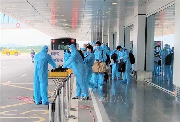 150 Japanese experts land at Van Don int'l airport hinh anh 1