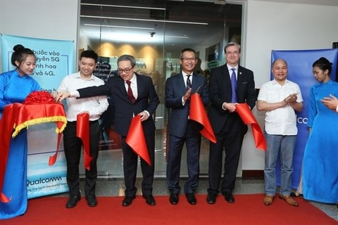 Qualcomm launches first R&D facility in region in Hanoi hinh anh 1
