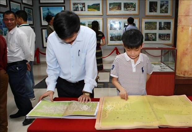 Quang Tri exhibition features Vietnam's sovereignty over Hoang Sa, Truong Sa hinh anh 1
